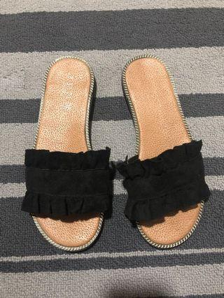 Black ruffle slippers - 37/6
