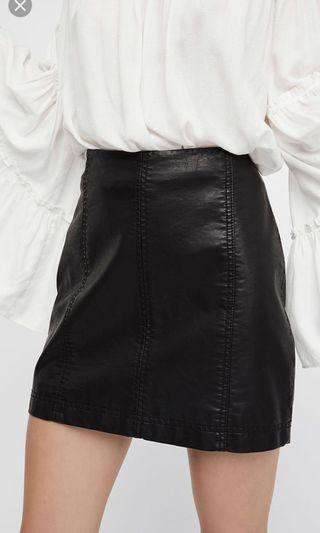 🚚 Black Leather Skirt