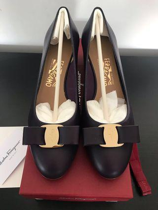 Brand New in Box Salvatore Ferragamo Vara Bow Pump Shoes in Aubergine Calf Keather