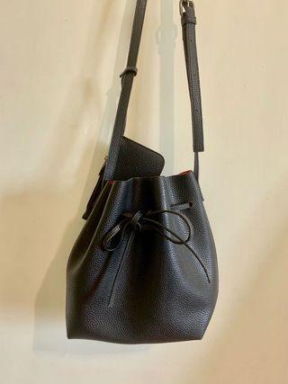 🚚 黑色 荔枝紋 綁帶 水桶包
