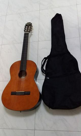 Good Condition Used Suzuki Brand Classical Guitar With New Guitar Bag