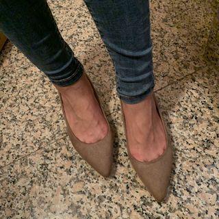 典雅素面絨奶茶咖尖頭低跟包鞋