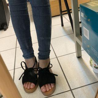 韓款麂皮蝴蝶結綁帶軟底露趾包鞋