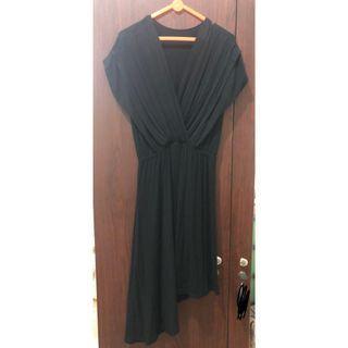 Dress Hitam Asimetris