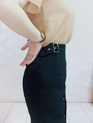 🚚 黑排扣修身半身裙