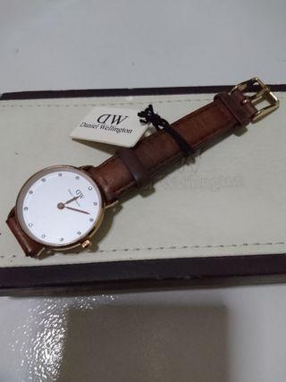 Daniel Wellington Leather Strap 26mm Diameter (Authentic)