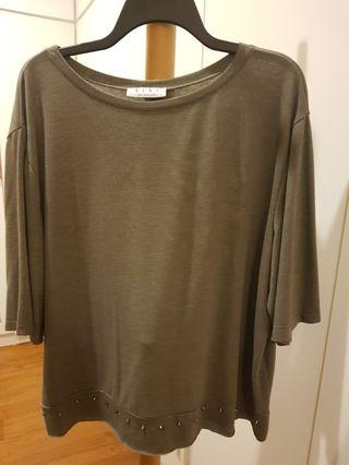 🚚 plus size grey stone coloured top UK size 22