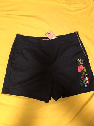 🚚 Black Short with Embroidery