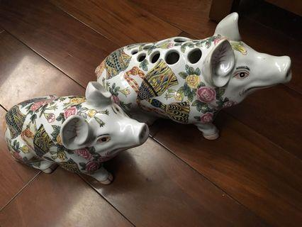 Two Pigs Figurines Statues, bigger one is vase
