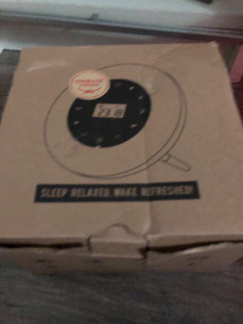 BNIB Clock with Radio