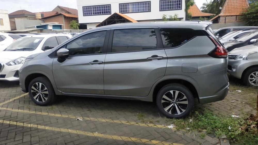 Mobil Nissan Livina VE bonus VKOOL