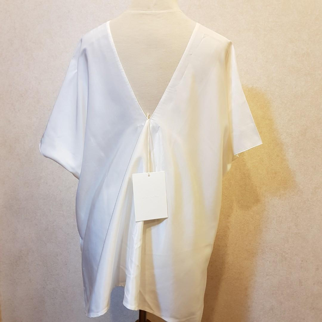 NEW with tags SHOPATVELVET Siren Top in white freesize