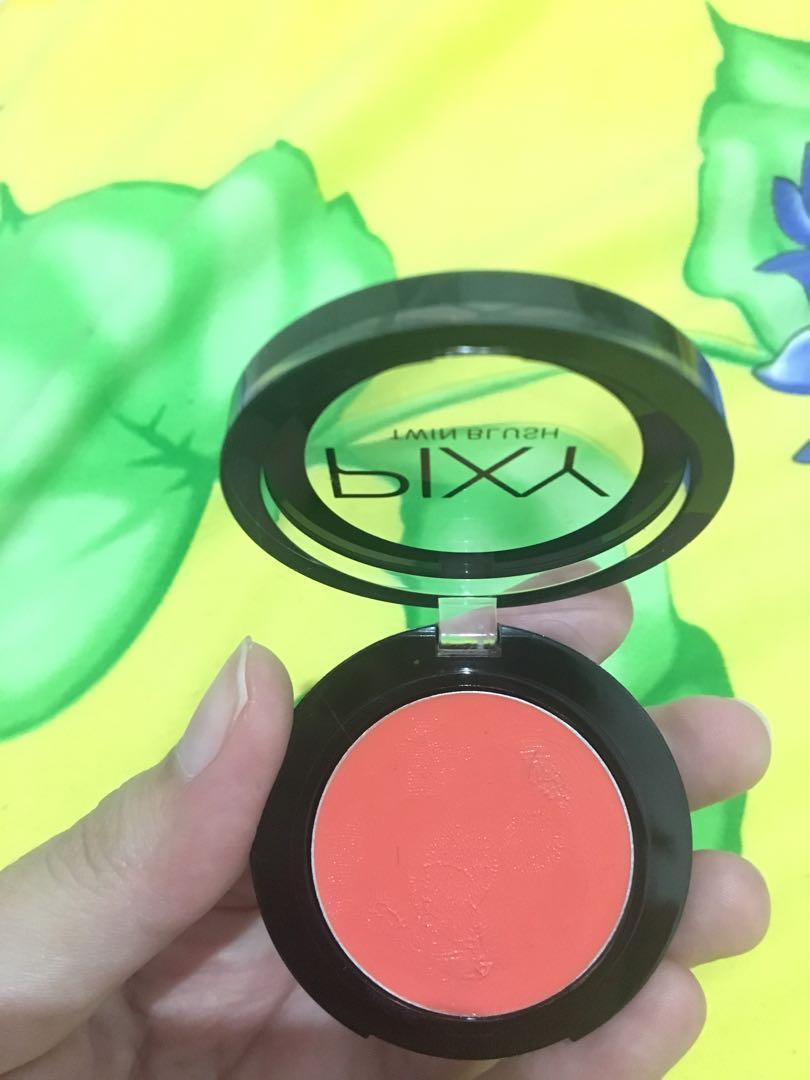PIXY TWIN BLUSH shade Neon Orange