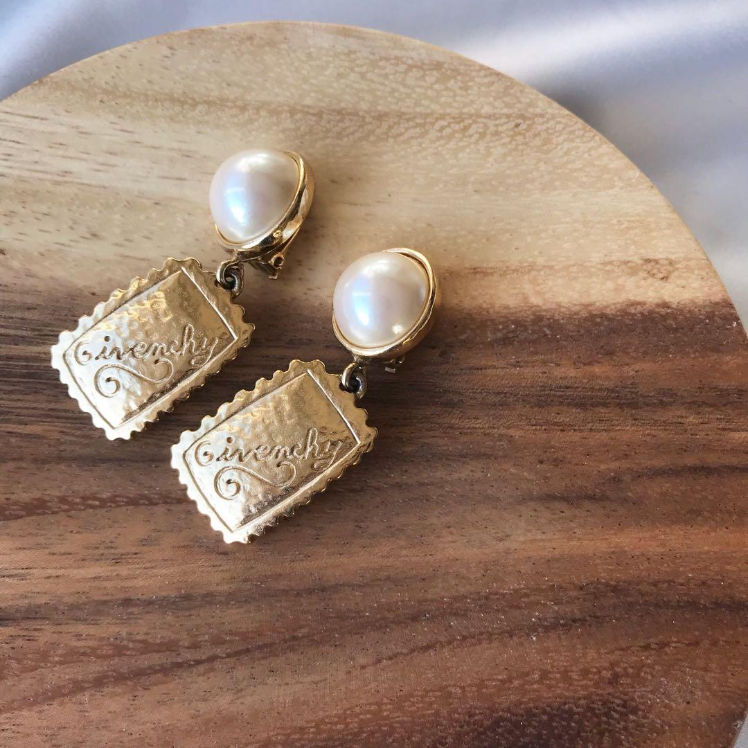 Rare Givenchy vintage pearl gold logo tag Clip on earrings