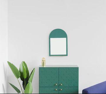🚚 Round crescent mirror in emerald green