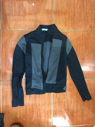 black and gray blazer