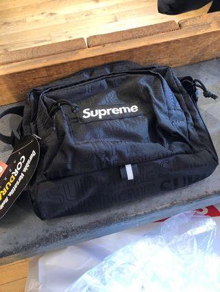 🚚 Supreme shoulder bag