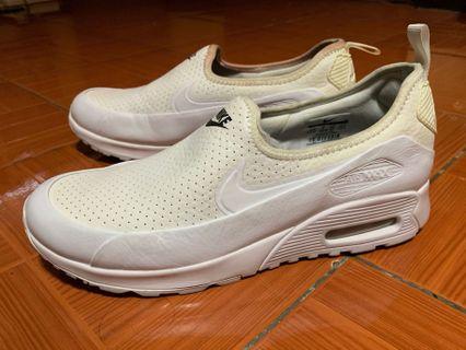 separation shoes c909f 909b1 Preloved Nike Women s Air Max 90 US-8 Ultra 2.0 Ease Triple White Slip-