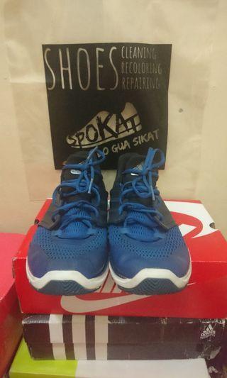 Sepatu adidas training