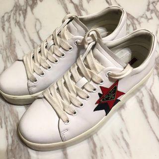 保留)原價2萬 Prada牛皮星星鐵牌標誌小白鞋 隱形增高厚底運動休閒鞋