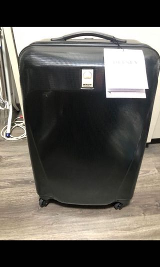 🚚 Brand new Delsey Luggage