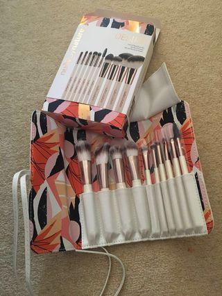 Nude by nature brush gift set
