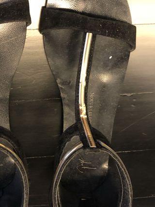 🚚 Giuseppe Zanotti Sandals