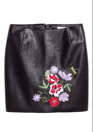 H&M HM 刺繡皮裙 A字裙 窄裙 皮裙 短裙 皮短裙