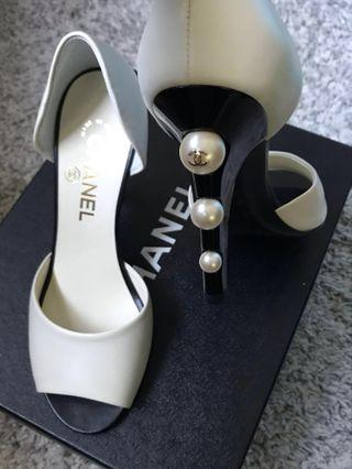 🔥REDUCED !! SALE > 50% OFF!! - BNIB Chanel Pumps With Pearls