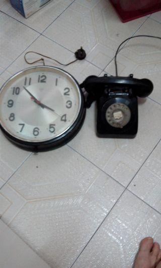 激罕全正常_中古时期钻石牌大电鐘和手拨座机电话。