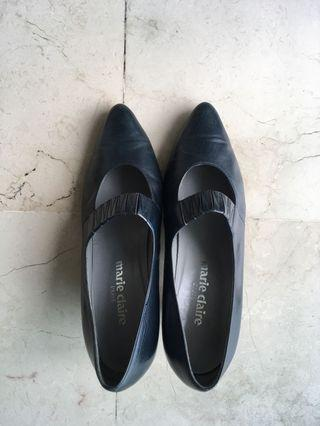 Sepatu wanita kulit