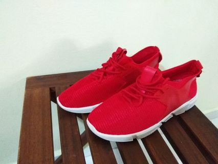 Red Flexible Laces Sports Shoes