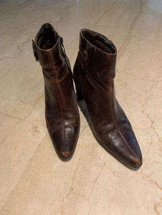 🚚 Leather Boots