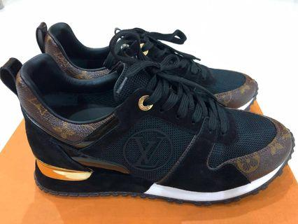 6eb1f0f48141c Louis Vuitton Run Away sneaker 👟 size 37 size 6 to 6.5 is suitable to wear