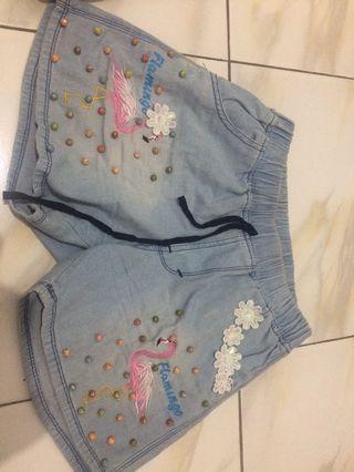 Celana pendek motif