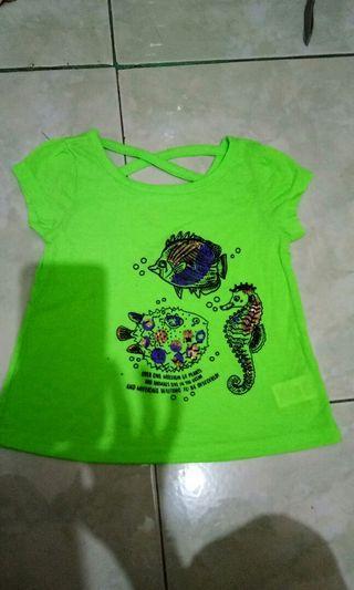 Kaos anak. Baju. T shirt hijau