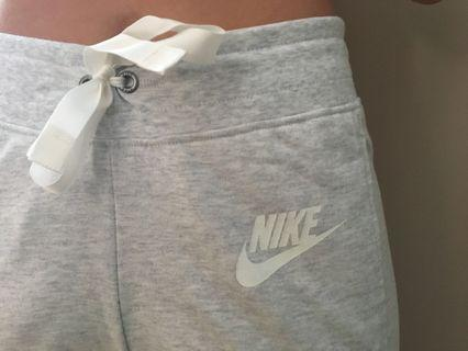 Nike Classic Capri Joggers