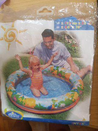 Children ring pool