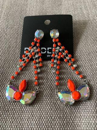 🚚 Fashion earrings diamante