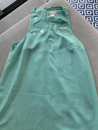 🚚 H&M pastel green summer dress with appliqué