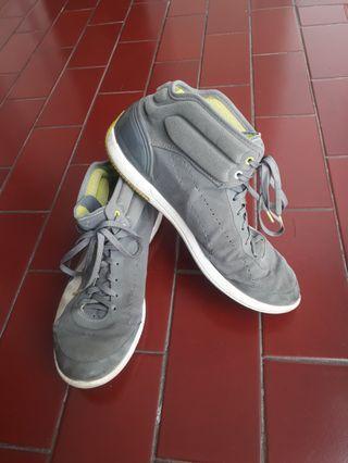 Sepatu sneakers abu - grey shoes