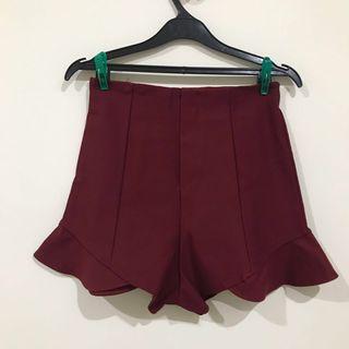 Maroon shorts (seperti rok)