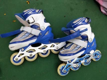 Almost New age 3-5 roller blade