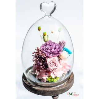 GREENHOUSE (22cm tall) EGG SHAPED GLASS WITH LED LIGHT - PRESERVED LAVENDER CARNATION 01