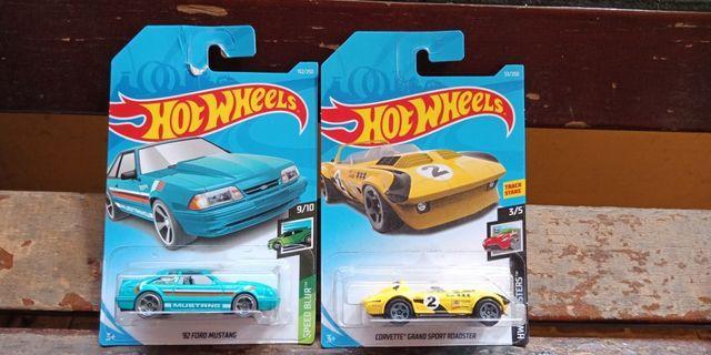 Hot Wheels - '92 Ford Mustang & Corvette Grand Sport Roadster