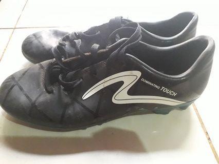 Sepatu football specs