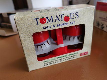Tomatoes Salt & Pepper Set