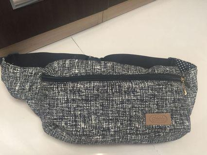 Waist bag masih kondisi bagus 100% tas selempang trend