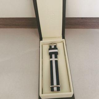 🚚 Authentic Daniel Wellington Nato Strap 18mm silver buckle