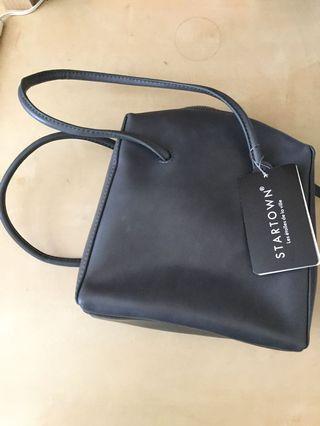 🚚 Elegant grey leather handbag